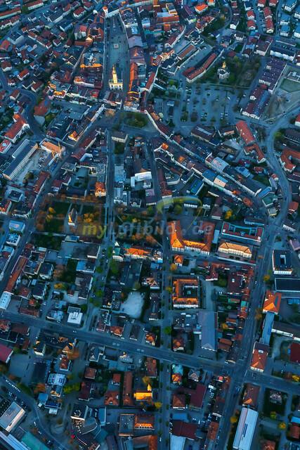 luftbild-traunstein-stadt-bruno-kapeller-2   Luftaufnahme von Traunstein Stadt, im Herzen des Chiemgaus, Frühling 2019. Die letzten Sonnestrahlen erleuchten die höchsten Gebäude.