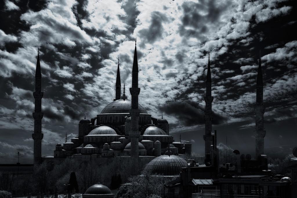 Blaue Moschee Istanbul | Blaue Moschee in Istanbul im Gegenlicht mit Wolkenhimmel