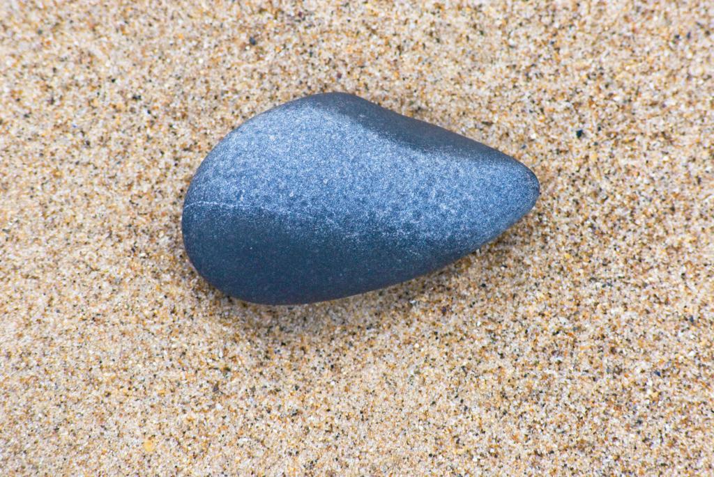 Tai Chi 02 | Stein im Sand Clogga Strand, Wicklow, Irland