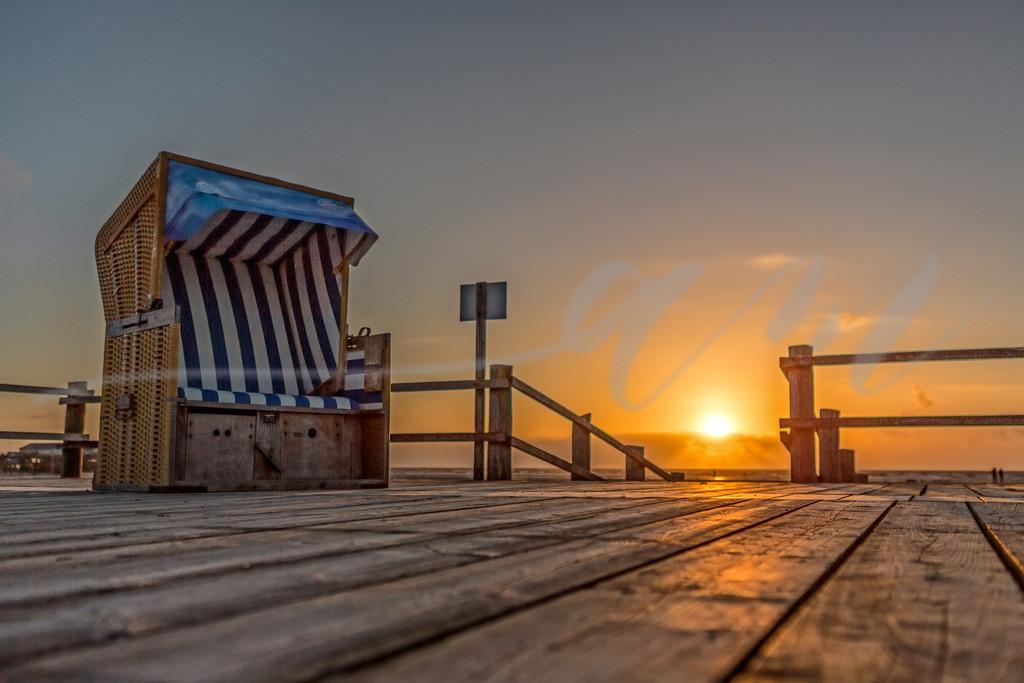 Strandkorb in St. Peter-Ording | Platz nehmen und den Sonnenuntergang genießen