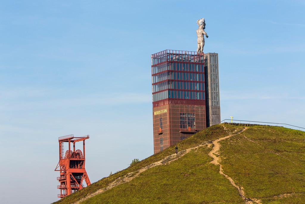 JT-151031-862 | Nordsternpark, Gelände der ehemaligen Zeche Nordstern, Gelsenkirchen, Fördergerüst, Herkules Statue,