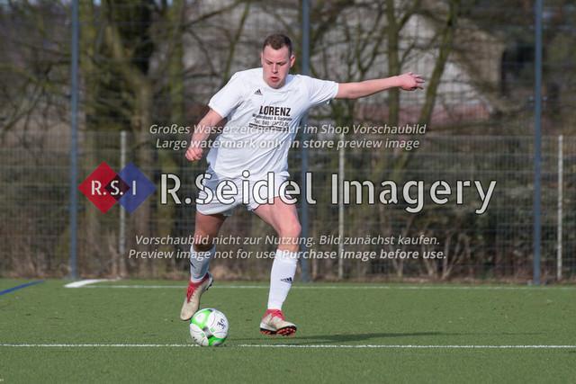 Fußball, Herren, Kreisliga 3, ETSV Hamburg II - SC Vier- und Marschlande III., Mittlerer Landweg, 01.03.2020   Bendix Hermann Siemers (#4, SCVM)