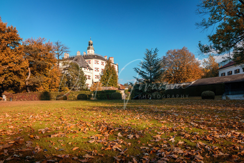 Schloss Ambras   Herbst im Schlosspark von Ambras