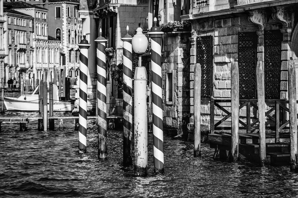 Venice-bnw-12