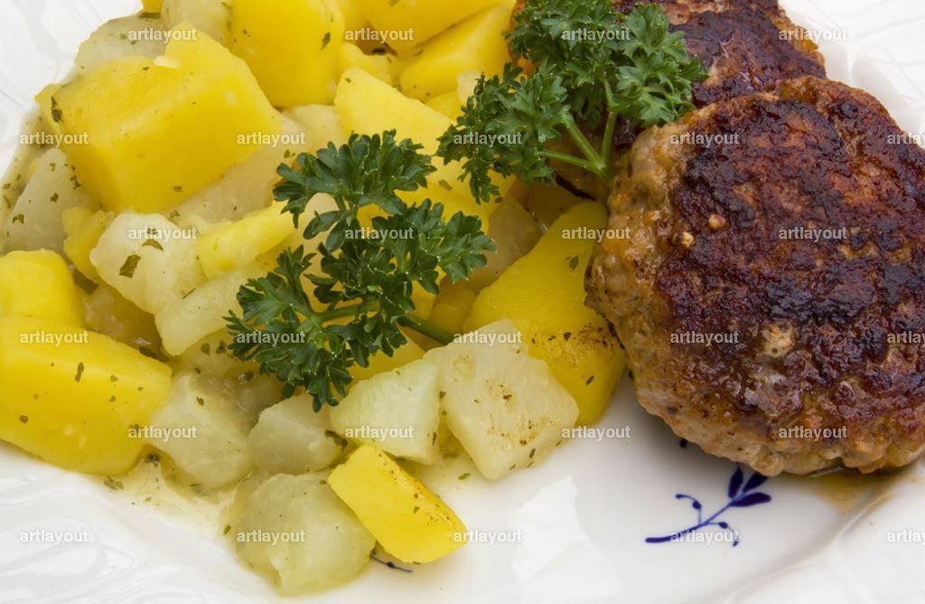 Kohlrabi-Kartoffelgemüse mit Frikadellen   Kohlrabi-Kartoffelgemüse mit Frikadellen, hessische Hausmannskost