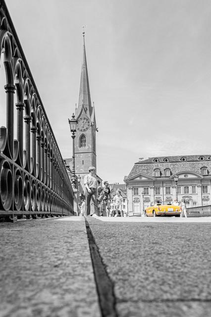 Münsterbrücke Zürich mit Farbtupfer