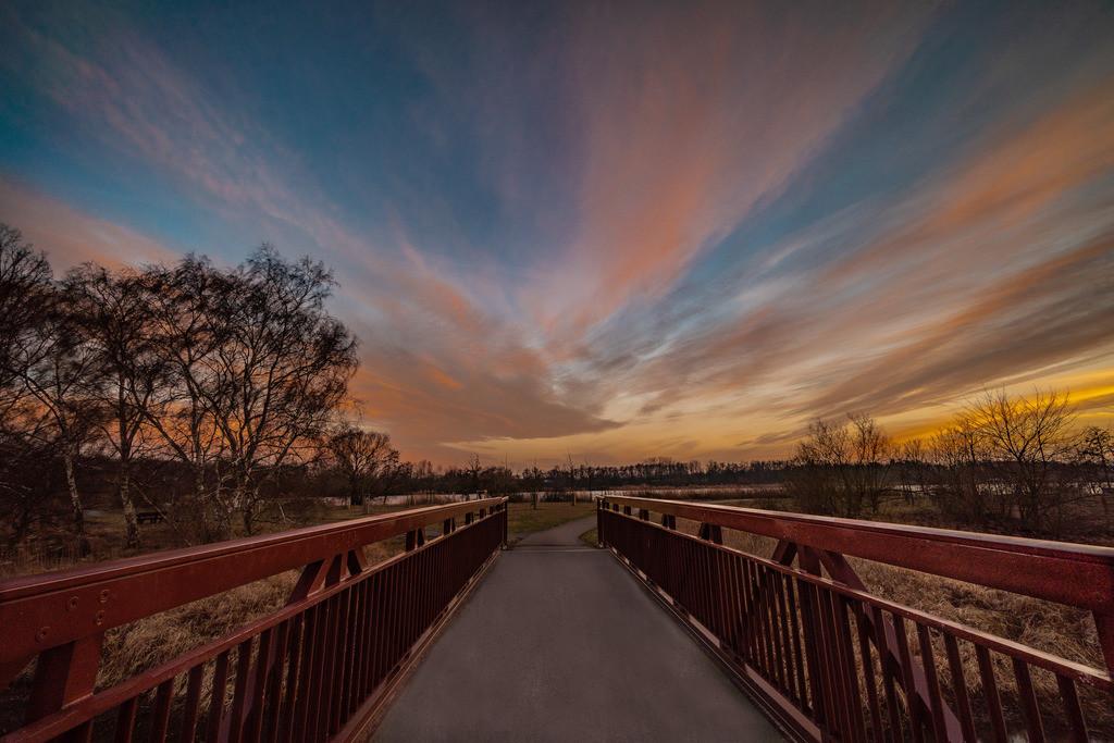zum Sunset auf der Brücke