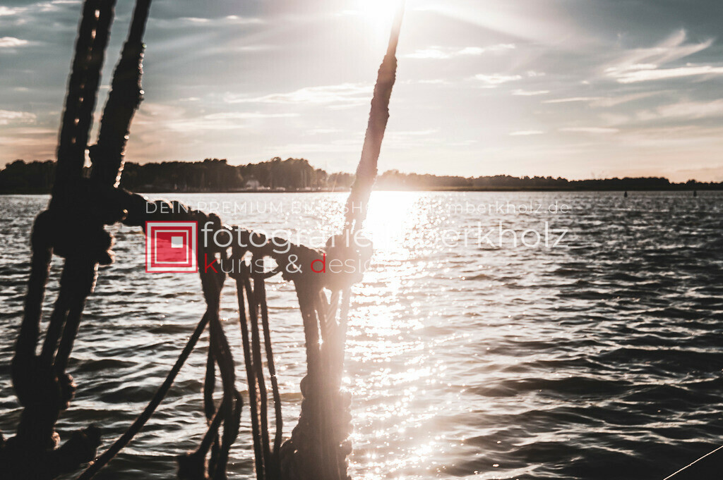 @Marko_Berkholz_mberkholz_MBE6870 | Die Bildergalerie Zeesenboot | Maritim | Segel des Warnemünder Fotografen Marko Berkholz zeigt maritime Aufnahmen historischer Segelschiffe, Details, Spiegelungen und Reflexionen.