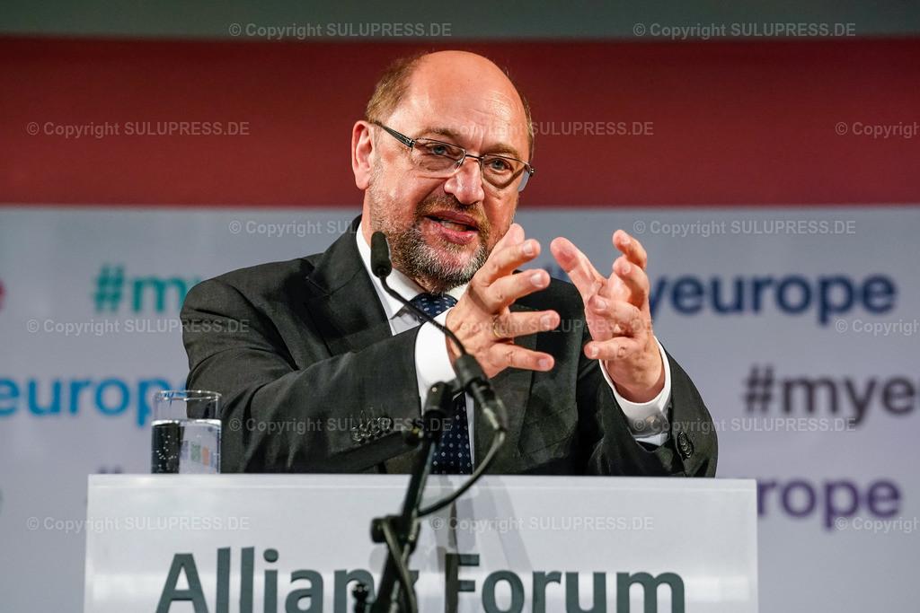 #myeurope Kampagnenstart mit Martin Schulz | 09.05.2019, Martin Schulz beim #myeurope Kampagnenstart am Europatag, veranstaltet vom Tu was für Europa e.V. in Zusammenarbeit mit der Allianz Kulturstiftung im Allianz Forum am Pariser Platz in Berlin. Rede des Politikers am Rednerpult.
