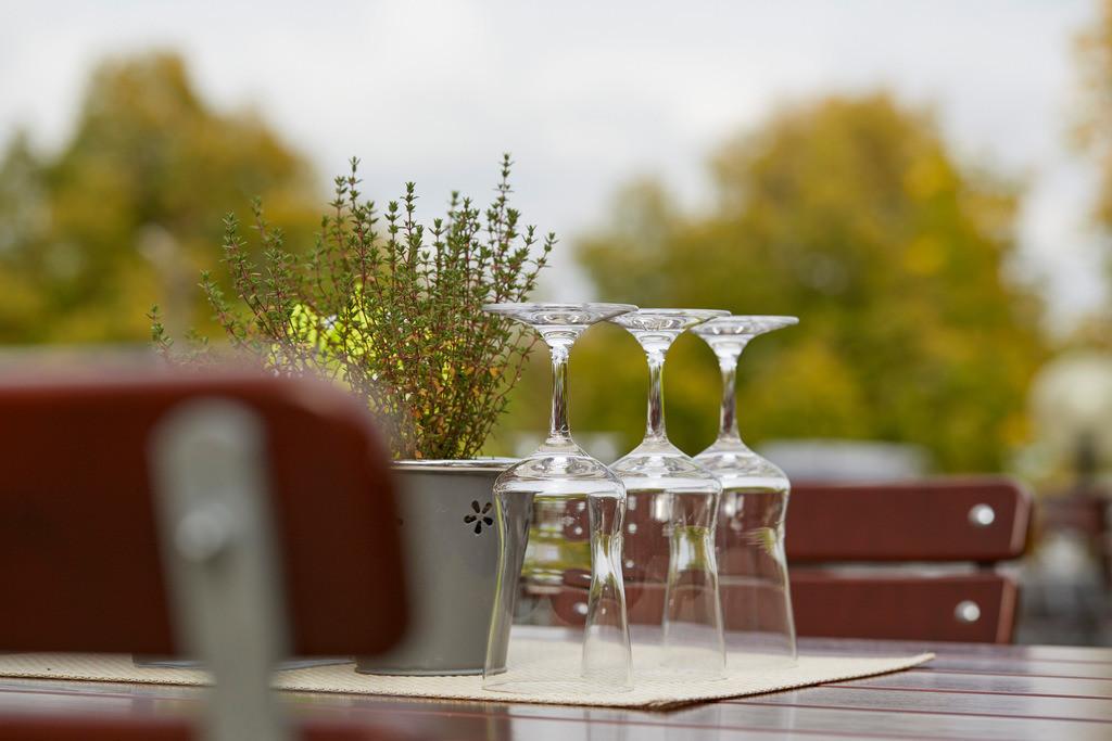 terrasse-detail-04-hplus-hotel-aalen