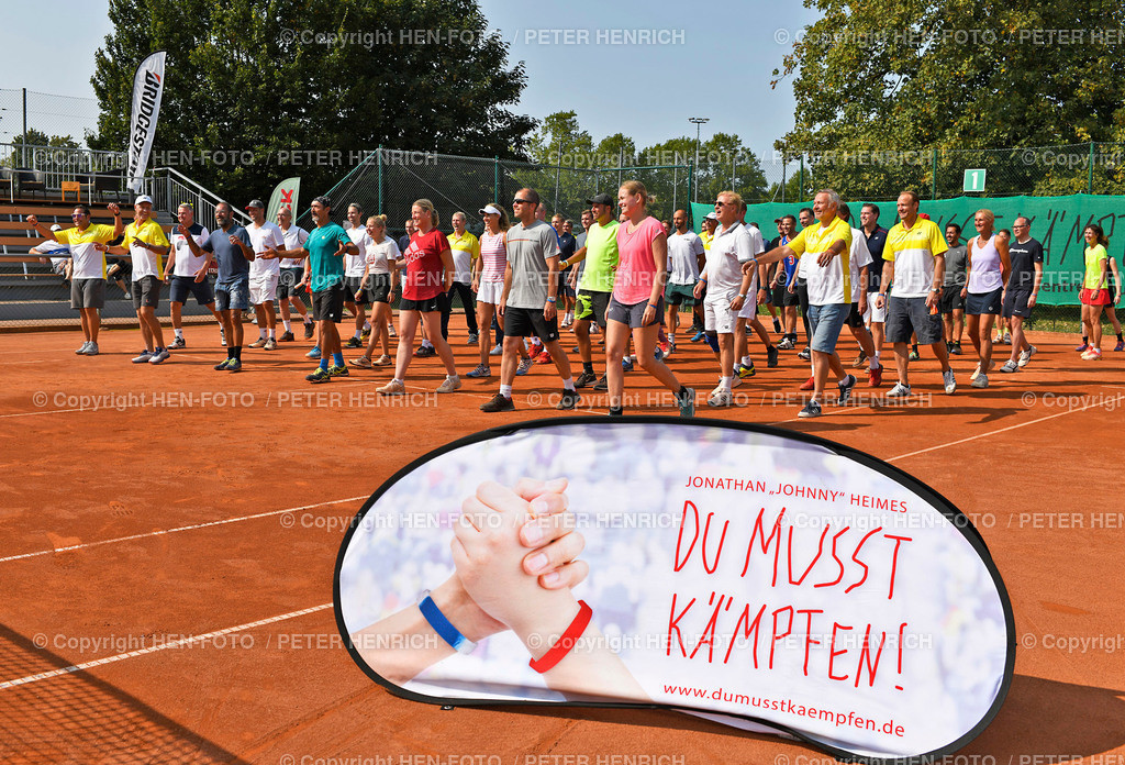 Tennis Charity Trophy TEC Darmstadt 20200912 copyright by HEN-FOTO   Tennis Charity Trophy TEC Darmstadt 20200912 DUMUSSTKÄMPFEN - Gruppenfoto Sportler u Helfer u Organisatoren copyright by HEN-FOTO / Foto: Peter Henrich