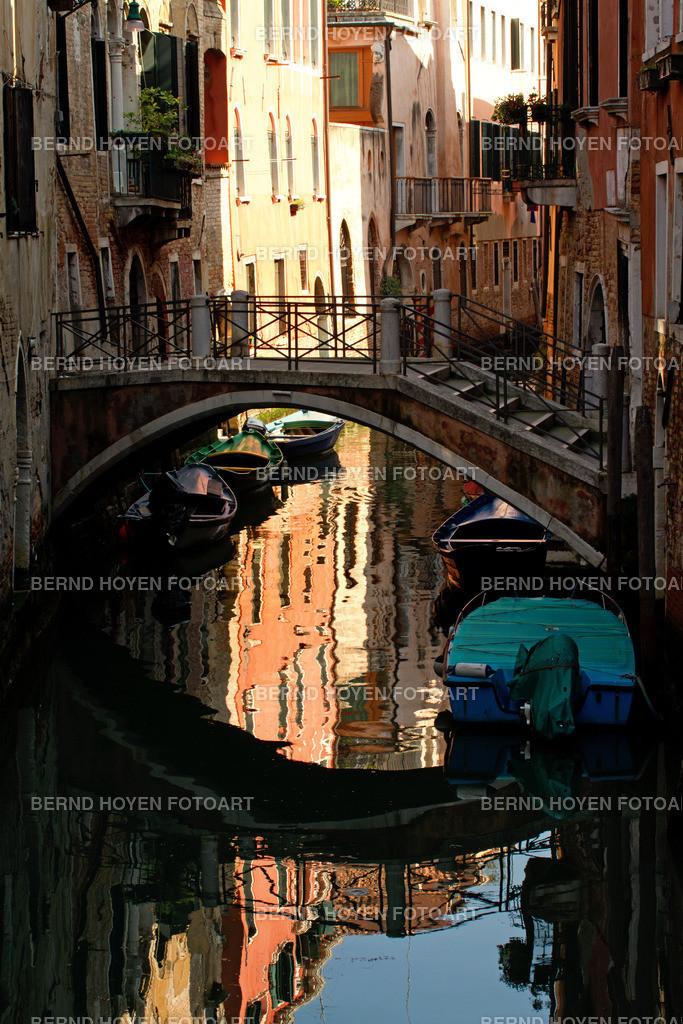 venice ways | Foto einer typischen Wasserstrasse in Venedig, Italien. | Photo of a typical waterway in Venice, Italy.