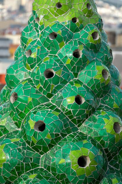 Barcelona Palau Güell Detailaufnahme Architektur Dachterrasse Kamin   ESP, Spanien, Barcelona, 18.01.2018, Barcelona Palau Güell Detailaufnahme Architektur  [2018 Jahr Christoph Hermann]