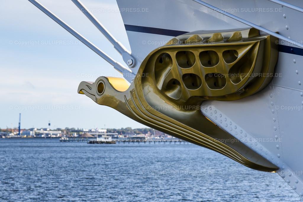 Gorch Fock Rückkehr nach Kiel | Kiel, nach fast sechs Jahren und einer vollständigen Grundinstandsetzung für 135 Millionen Euro kehrt das Segelschulschiff Gorch Fock (Bj. 1958) in seinen Heimathafen nach Kiel zurück. Im Bild das Bug mit dem Albatros als Gallionsfigur.