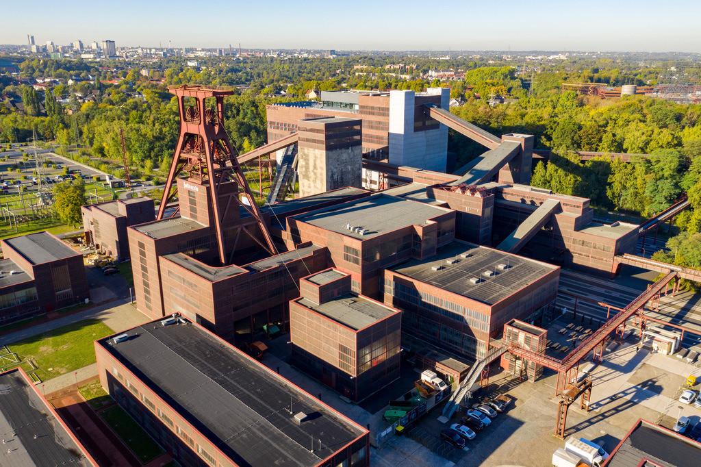 JT-180927-065   Welterbe Zeche Zollverein in Essen, Doppelbock Fördergerüst von Schacht 12,