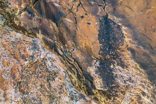 Erde 10 | Bunter Fels