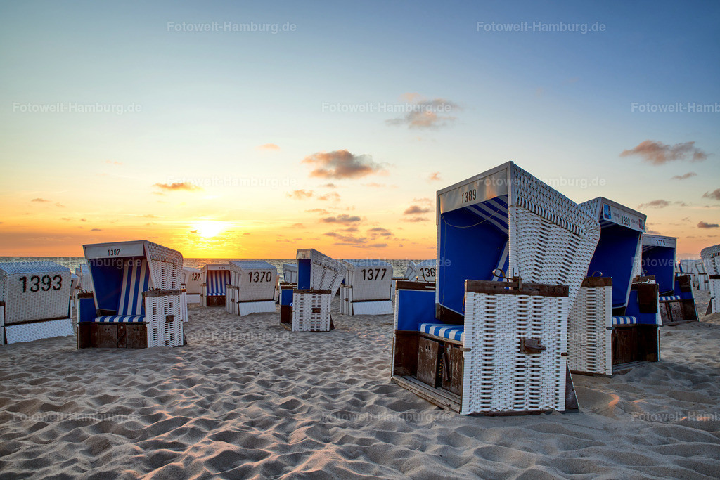 10180701 - Sylter Strandkörbe   Sonnenuntergang am Strand von Westerland
