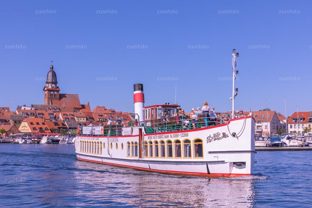 0-170709_1649-7897 | --Dateigröße 6720 x 4480 Pixel-- Satdthafen von Waren am Nachmittag, mit Dampfschiff Europa
