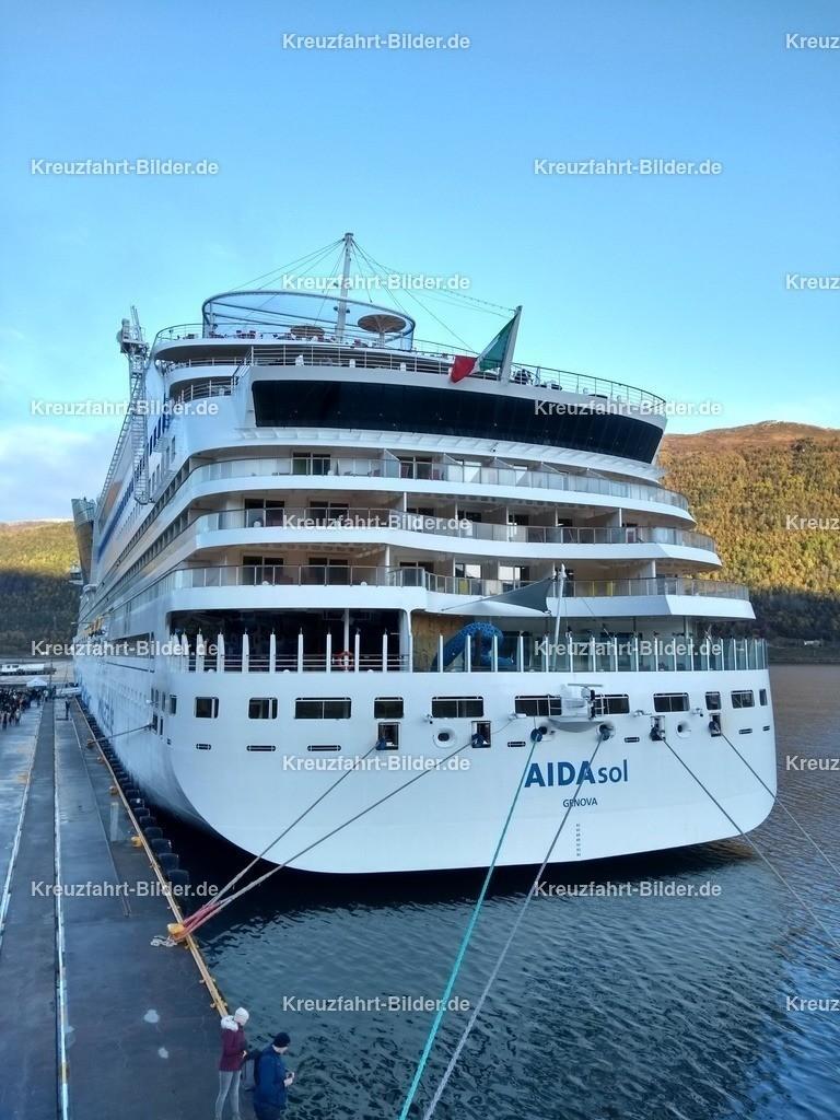 AIDAsol in Andalsnes | AIDAsol liegt im Hafen von Andalsnes
