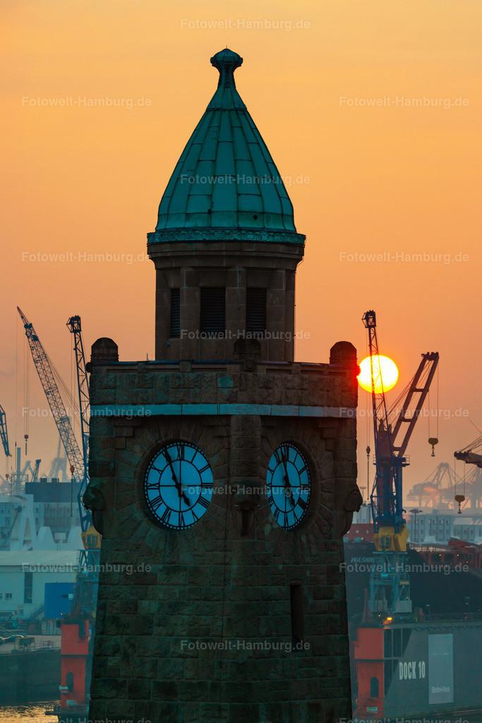 10210112 - Sonnenuntergang am Pegelturm | Blick auf den Pegelturm an den Landungsbrücken und die untergehende Sonne.