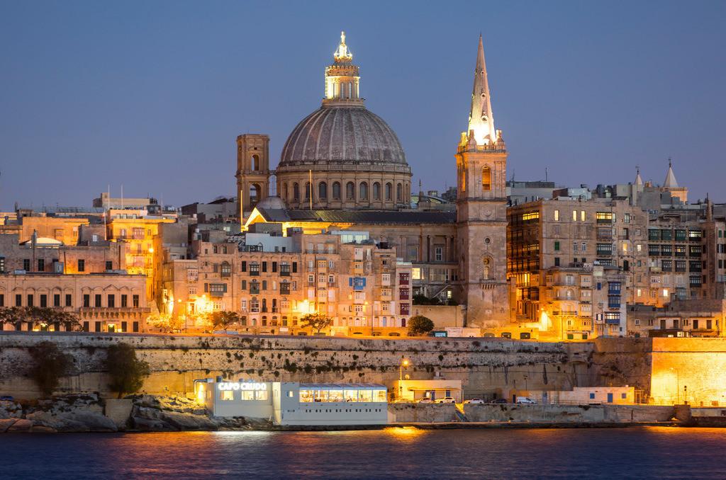 JT-170508-062   Skyline von Valetta, der Hauptstadt von Malta, Kuppel der Karmeliter Kirche und Kirchturm der St. Paul's Anglican Pro-Cathedral Kirche,