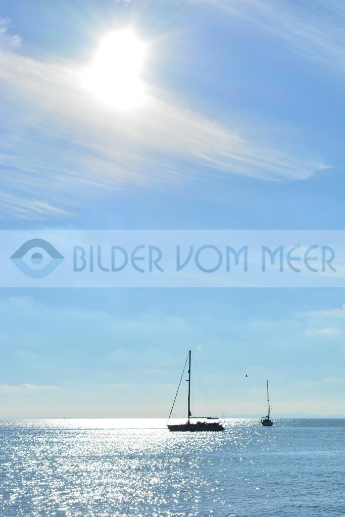 Bilder vom Meer   Segelboot im weiten Meer