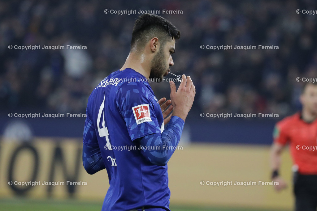 191215_schvssge_0065 | 15.12.2019 Fussball 1.Bundesliga, FC Schalke 04 - Eintracht Frankfurt  emspor  v.l.,  Ozan Kabak (FC Schalke 04)    (DFL/DFB REGULATIONS PROHIBIT ANY USE OF PHOTOGRAPHS as IMAGE SEQUENCES and/or QUASI-VIDEO)