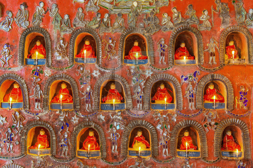 MW1119-0609 | Buddha-Statuen mit Kerzen