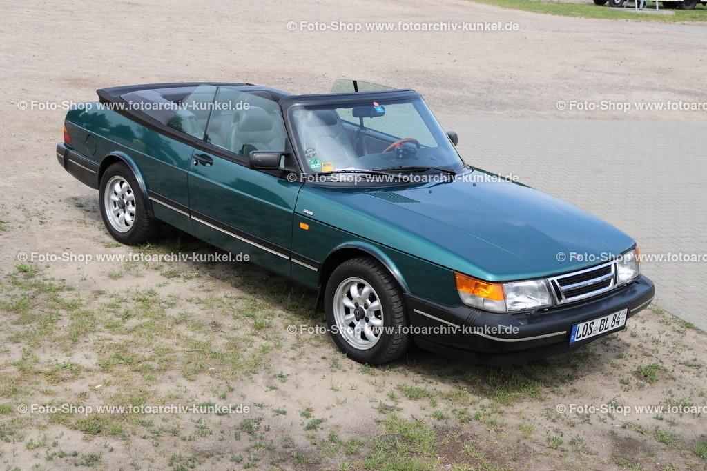 Saab 900 Turbo 16 S Cabrio 2 Türen (900 I), 1991-94   Saab 900 Turbo 16 S Cabrio 2 Türen, Farbe: Grün, Bauzeit: 1991-94, Saab 900 Serie I, Herstellerland: Schweden, 4-Zylinder-Reihenmotor, DOHC, Turbolader, 16 V, elektronische Benzineinspritzung, Hubraum: 1985 cm³, Leistung 141 PS, Frontantrieb, 5+1 Gänge, Leergewicht: 1310 kg, Vmax. 190 km/h, 0-100 km/h in 11,0 s