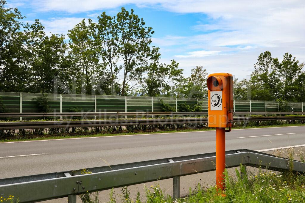 Notrufsäule an der A46 | Eine Notrufsäule an der Autobahn 46 bei Iserlohn.