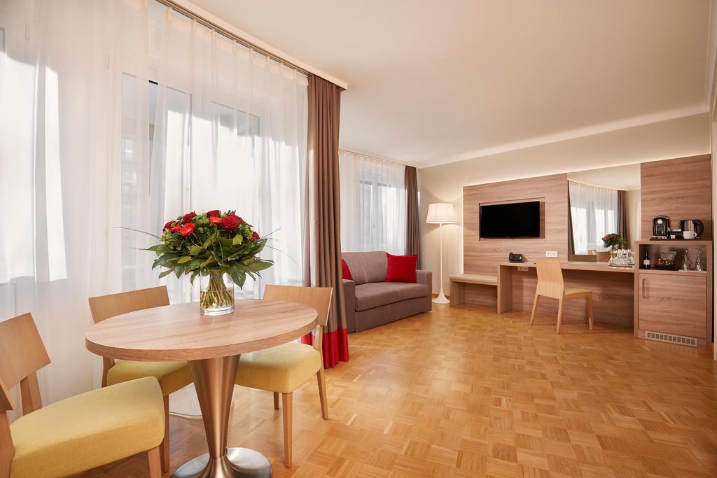 zimmer-plazasuite-01-hyperion-hotel-berlin