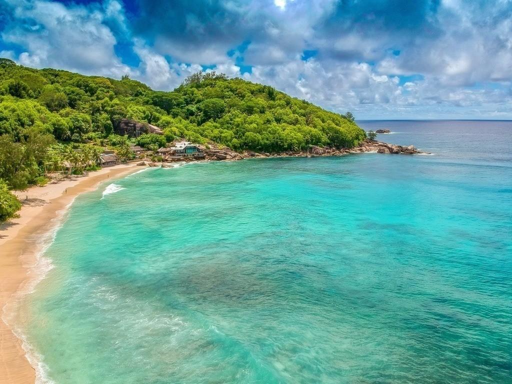 Drohnenaufnahme vom Strand - Seychellen | Türkises Wasser im indischen Ozean - Luftaufnahme