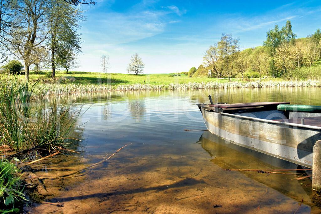 Idylle am Holzmaar | altes Boot, fotografiert am Holzmaar in der Vulkaneifel