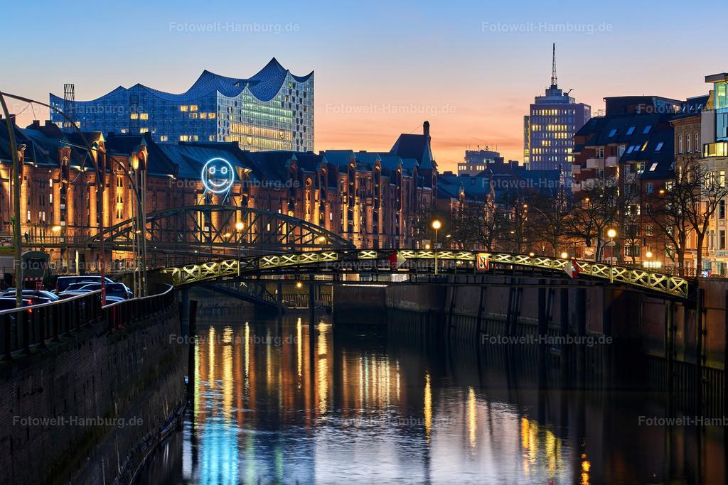 10190205 - Smiling Hamburg | Blick auf den Zollkanal und die Elbphilharmonie