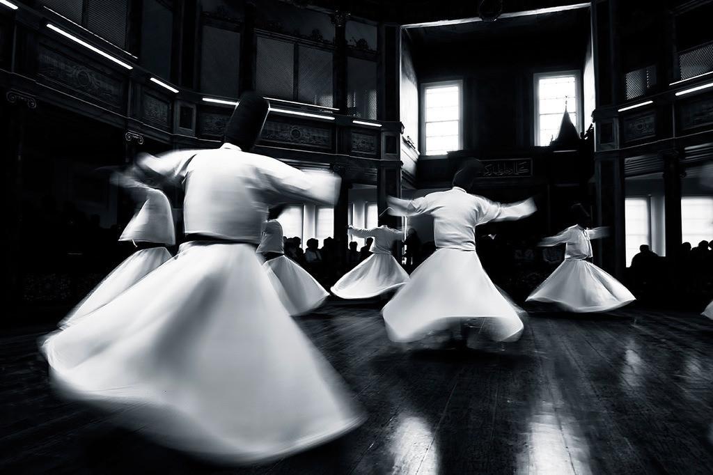 tanzende Derwische | tanzende Derwische in Istanbul, schwarz/weiss