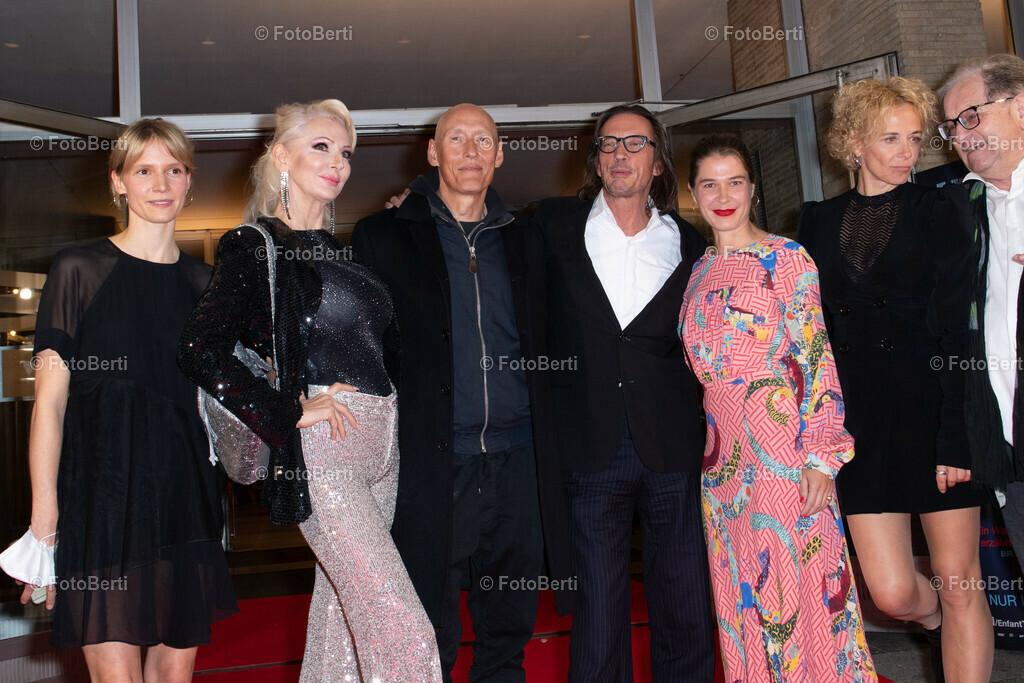 premiere_enfant_terrible_300dpi | Frida-Lovisa Hamann, Desiree Nick, Detlef Bothe, Oskar Roehler, Meike Droste, Katja Riemann and Anton Rattinger