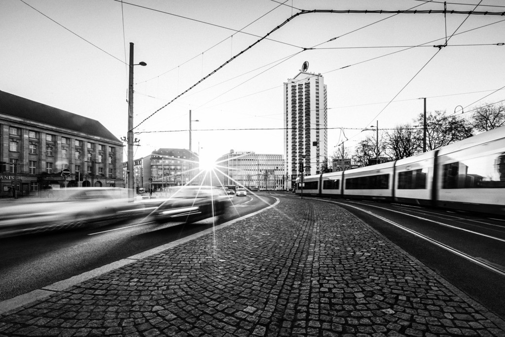 Wintergartenhochhaus Tram