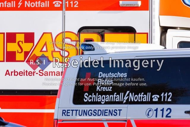 Rettungswagen von ASB und DRK