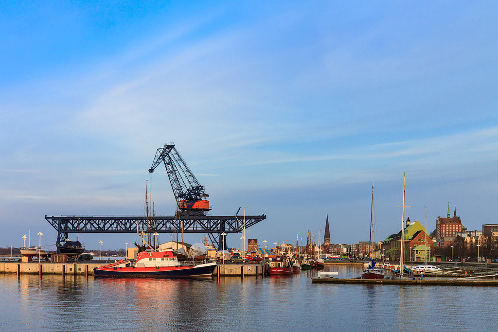Blick auf den Stadthafen von Rostock am Abend   Blick auf den Stadthafen von Rostock am Abend.