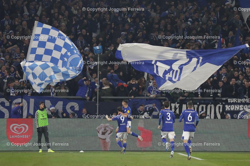191215_schvssge_0076 | 15.12.2019 Fussball 1.Bundesliga, FC Schalke 04 - Eintracht Frankfurt  emspor  v.l.,  Benito Raman (FC Schalke 04), Amine Harit (FC Schalke 04),Juan Miranda (FC Schalke 04),Mascarell (FC Schalke 04),Torjubel, Goal celebration, celebrate the goal, Fans,Stimmung, Schals, Trikots, Emotionens   (DFL/DFB REGULATIONS PROHIBIT ANY USE OF PHOTOGRAPHS as IMAGE SEQUENCES and/or QUASI-VIDEO)