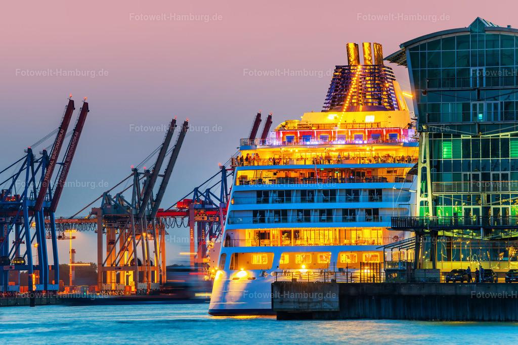 10201011 - MS Europa 2 im Cruise Center Altona | Blick auf das Kreuzfahrtschiff MS Europa 2 während eines Aufenthalts im Cruisecenter Hamburg-Altona.