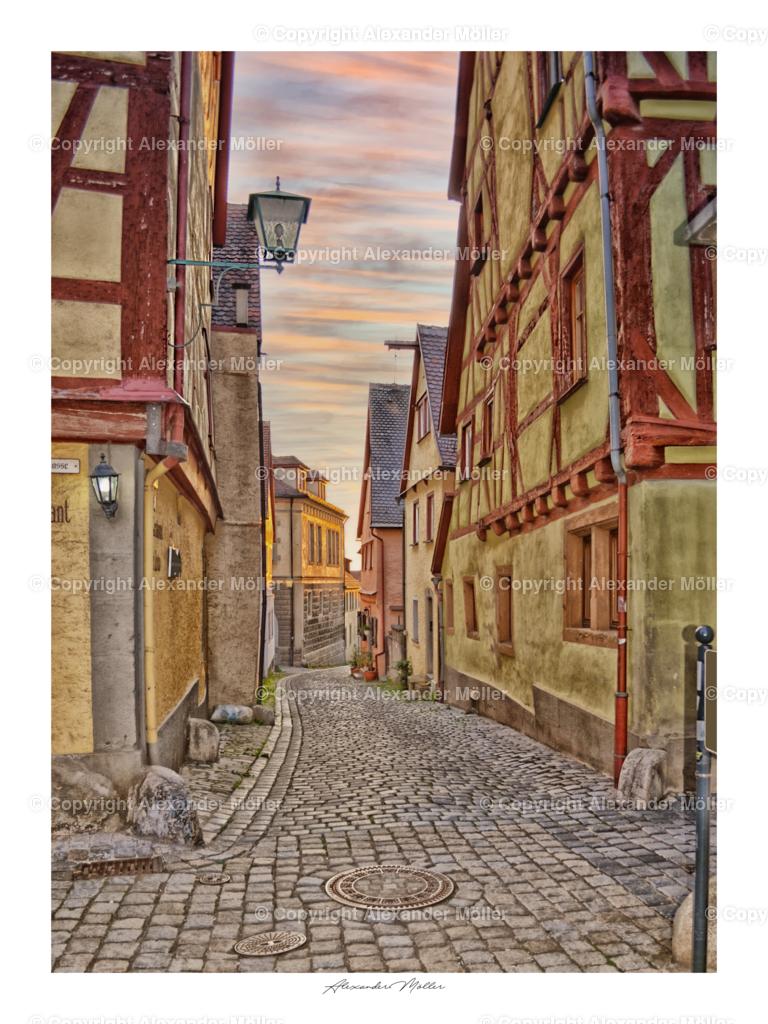 Rothenburg ob der Tauber No.3 | Dieses Werk zeigt die mittelalterlichen Straßen von Rothenburg. Innerhalb des Stadtkerns kann der Besucher auf vielen dieser ursprünglich gepflasterten Wege die Stadt erkunden.