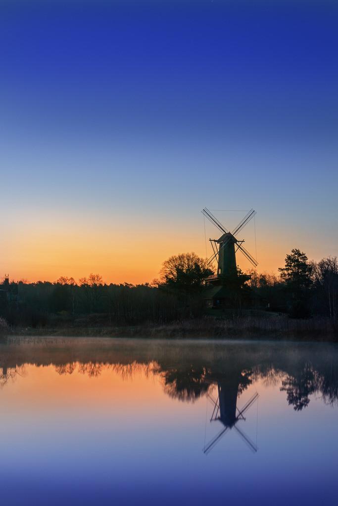 Mühle zur blauen Stunde