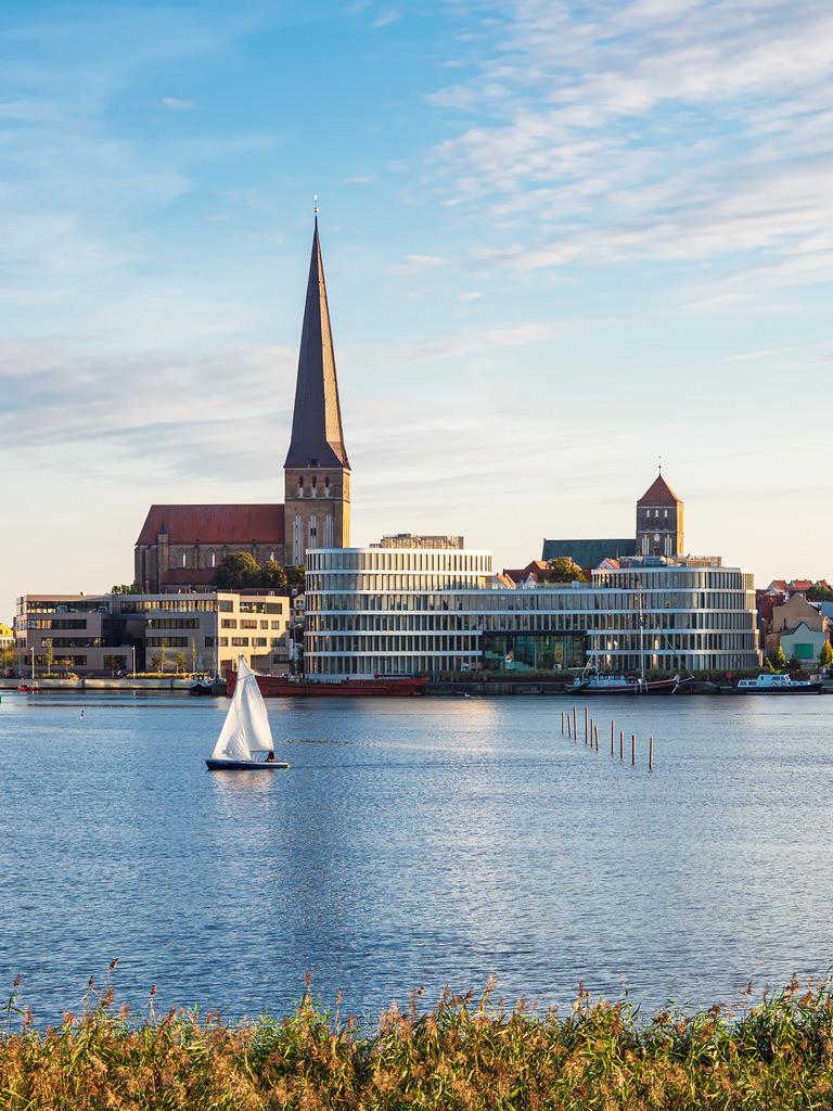 Blick auf die Hansestadt Rostock mit Petrikirche, Nikolaikirche und Silohalbinsel | Blick auf die Hansestadt Rostock mit Petrikirche, Nikolaikirche und Silohalbinsel.