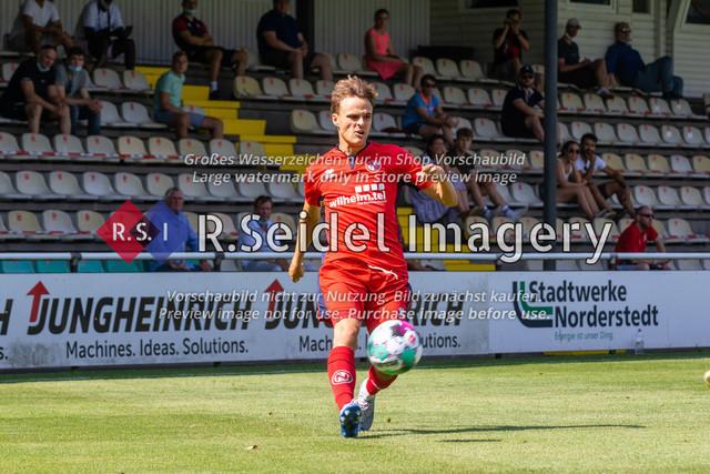 Fußball, Herren, LOTTO-Pokal Halbfinale, FC Eintracht Norderstedt - Altona 93, Edmund-Plambeck-Stadion, 16.08.2020   Nick Gutmann (#25, Norderstedt, Rechter Verteidiger)