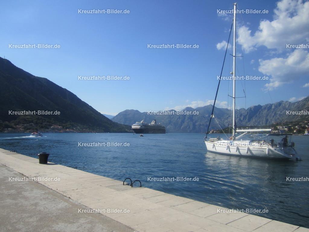 Kotor mit Mein Schiff 2 | Blick von Kotor auf die alte Mein Schiff 2