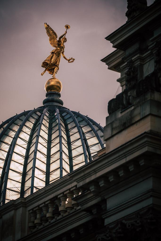 Kunstakademie Dresden Fama | Fama ist in der römischen Mythologie die Gottheit des Ruhmes wie auch des Gerüchts.