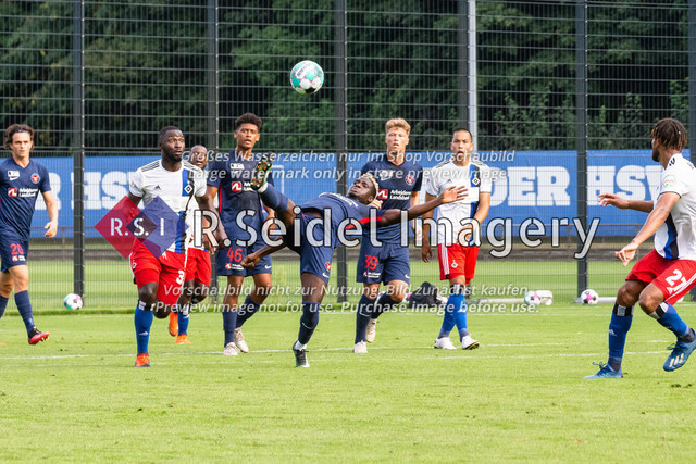 Fußball, Herren, Testspiel, Hamburger SV - FC Midtjylland, HSV-Trainingsplatz am Volksparkstadion, 20.08.2020 | David Akintola (#42, Midtjylland)