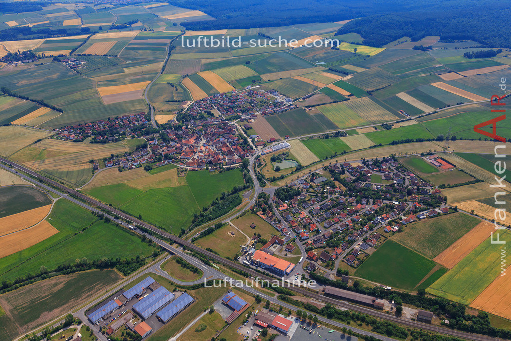luftbild-langenfeld-17-1157   Luftbild von  Langenfeld - Luftaufnahme wurde 2017 von https://frankenair.de mittels Flugzeug (keine Drohne) erstellt - die Geschenkidee