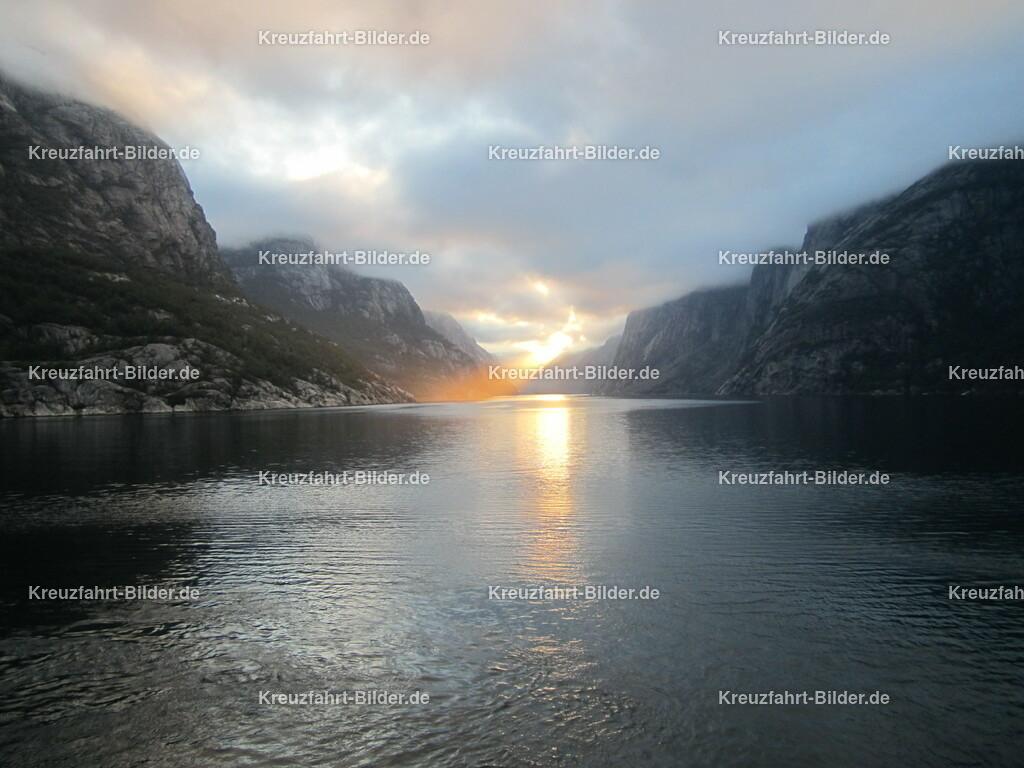 Sonnenaufgang im Lysefjord III | Sonnenaufgang im Lysefjord